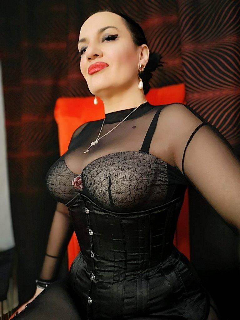 VIP Mistresses   International FemDom Ball
